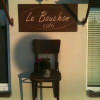 Das Foto wurde bei Le Bouchon Café von Le B. am 8/18/2013 aufgenommen