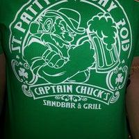 Foto tomada en Captain Chuck's Sandbar & Grill por Adrienne P. el 3/17/2013