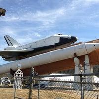 รูปภาพถ่ายที่ Space Camp โดย Paul R. เมื่อ 3/21/2013