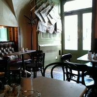 Foto tirada no(a) Kleines Café por Mara N. em 3/18/2013