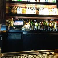 Foto scattata a BJ's Restaurant & Brewhouse da Peter H. il 6/8/2013