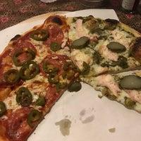 Foto tirada no(a) Street Pizza Wood Fired Oven por Alanna M. em 6/13/2018