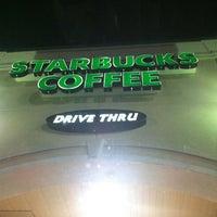 รูปภาพถ่ายที่ Starbucks โดย Charles D. เมื่อ 11/16/2012
