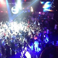 Foto scattata a Lava Nightclub at Turning Stone Resort Casino da Suya W. il 7/4/2014