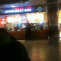 Foto tirada no(a) Upper West Side Falafel por Gokhan A. em 12/10/2012