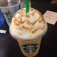 Foto tirada no(a) Starbucks por Jay L. em 2/16/2014