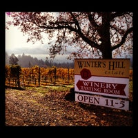 Foto scattata a Winter's Hill Estate Vineyard & Winery da Lindsey M. il 11/9/2012