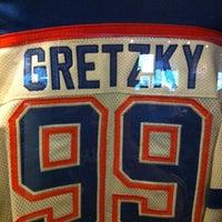 Foto diambil di Wayne Gretzky's Toronto oleh Marc d. pada 5/1/2013