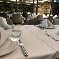 Photo prise au Seraf Restaurant par Büşra A. le2/4/2020