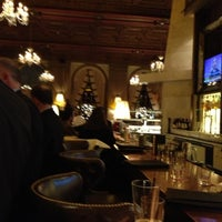 Foto scattata a OAK Long Bar + Kitchen da Paul T. il 12/3/2012