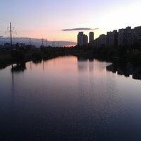 รูปภาพถ่ายที่ Троєщинський канал โดย Елена К. เมื่อ 5/27/2013