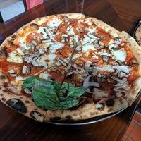 Снимок сделан в Fist of Flour Pizza Doughjo пользователем Genevieve C. 10/17/2019