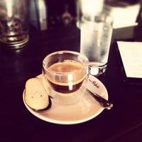 Das Foto wurde bei EL BARÓN - Café & Liquor Bar von Juan D. D. am 12/26/2013 aufgenommen