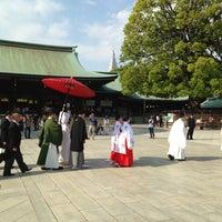 รูปภาพถ่ายที่ ศาลเจ้าเมจิ โดย Ryosuke A. เมื่อ 5/6/2013