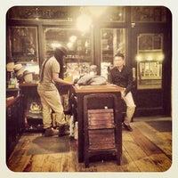 รูปภาพถ่ายที่ Goorin Bros. Hat Shop - West Village โดย ºDamian W. เมื่อ 2/5/2013