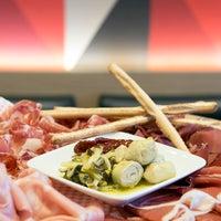Foto scattata a Comptoir Gourmet da Comptoir Gourmet il 7/12/2013