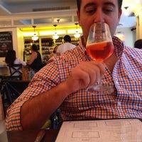 Photo prise au Serena's Wine Bar-Cafe par Ivelin D. le7/12/2014