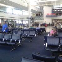 รูปภาพถ่ายที่ George Bush Intercontinental Airport (IAH) โดย Kliber P. เมื่อ 6/18/2013