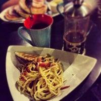 4/27/2013 tarihinde Kix G.ziyaretçi tarafından 14 Four Cafe'de çekilen fotoğraf