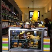 Das Foto wurde bei cafecafe von Stefanie am 6/18/2013 aufgenommen