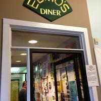 Das Foto wurde bei Elmo's Diner von Charlotte B. am 4/28/2013 aufgenommen