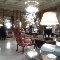 Foto diambil di Hôtel Westminster oleh Tais B. pada 4/10/2013