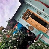 Foto tomada en Büyükada Bistro Candy Garden por Duygu T. el 7/14/2019