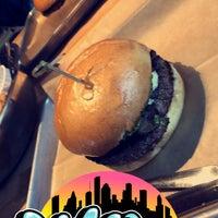 Снимок сделан в Hopdoddy Burger Bar пользователем Omar B. 8/22/2018