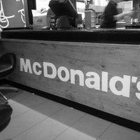Foto scattata a McDonald's da NAZAR👍 il 4/24/2013