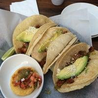 Снимок сделан в Lago Tacos Lyn-Lake пользователем Laura G. 6/5/2014
