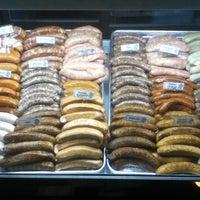 Foto tomada en Rosamunde Sausage Grill por Harold D. el 9/14/2012