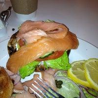 Foto tirada no(a) E.Leaven Food Company por Tay💇 S. em 3/11/2013