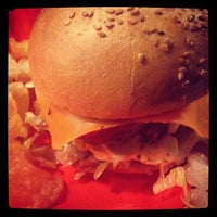 Снимок сделан в Twins Burger пользователем Marcos A. 4/2/2014