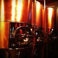 รูปภาพถ่ายที่ Los Muertos Brewing โดย Jose Manuel P. เมื่อ 12/23/2012