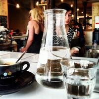 รูปภาพถ่ายที่ Coutume Café โดย Puxan B. เมื่อ 7/21/2013