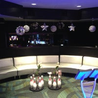 Das Foto wurde bei Blackhawk Bowl / Martini Lounge von Blackhawk Bowl / Martini Lounge am 7/29/2013 aufgenommen