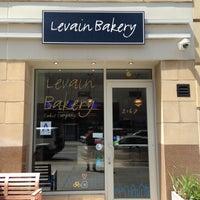 Foto tomada en Levain Bakery por Cody S. el 5/6/2013