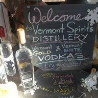 รูปภาพถ่ายที่ Vermont Spirits Distillery โดย Beth Q. เมื่อ 1/27/2013