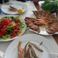 4/15/2013 tarihinde Pınarziyaretçi tarafından Karadeniz Balıkçısı Balık Evi'de çekilen fotoğraf