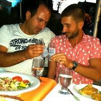 Photo prise au Bogaz Balik lokantasi Rumeli kavagi par Birkan K. le9/25/2015