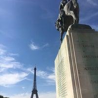 Das Foto wurde bei Statue du Maréchal Joffre von Felipe G. am 7/17/2017 aufgenommen
