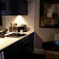 Das Foto wurde bei Fraser Suites Queens Gate von Wileen S. am 2/12/2014 aufgenommen