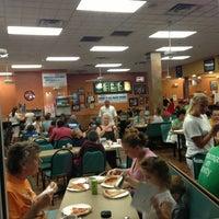 Das Foto wurde bei Sam's Pizza Palace von Liam L. am 8/22/2013 aufgenommen