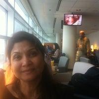 Foto diambil di Aer Lingus Lounge oleh Chandan G. pada 5/22/2013