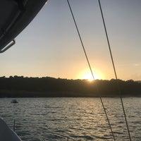 Foto diambil di Cala Varques oleh Lyn C. pada 9/5/2018