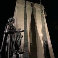 Das Foto wurde bei Monument des Droits de l'Homme von Ali A. am 11/6/2018 aufgenommen