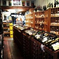 7/25/2013 tarihinde IDA A.ziyaretçi tarafından Larchmont Village Wine & Cheese'de çekilen fotoğraf