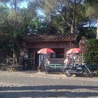 Foto scattata a Appia Antica Caffe da Kahani il 6/19/2013