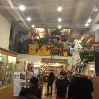 Das Foto wurde bei Drama Book Shop von J. C. S. am 3/23/2013 aufgenommen