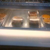 Foto diambil di The Avenue Bakery oleh R M. pada 5/25/2013